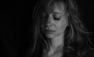 Tristețea nu dispare dacă o ignori